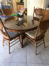 round brown wooden table with four chairs dining set Brentwood, 94513