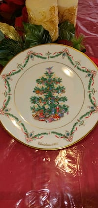 LENOX CHINA  Christmas Trees Around the World Plate  ENGLAND 1993