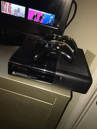 black Xbox 360 game console with controller Shreveport, 71105