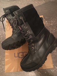 Kids UGG Butte ll winter boots - Youth size 2 Edmonton, T5T 2N8