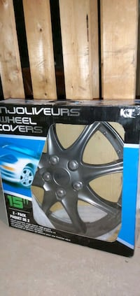 """Wheel covers 15"""" selling 4 of them for 20$ Dollard-des-Ormeaux, H9B 1P4"""