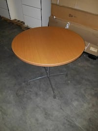round brown wooden pedestal table Fairfax, 22033