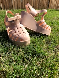 pair of white wedge sandals Mansfield, 76063