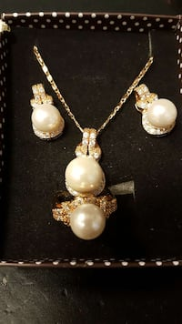 Brand new set of Pearl Jewelry