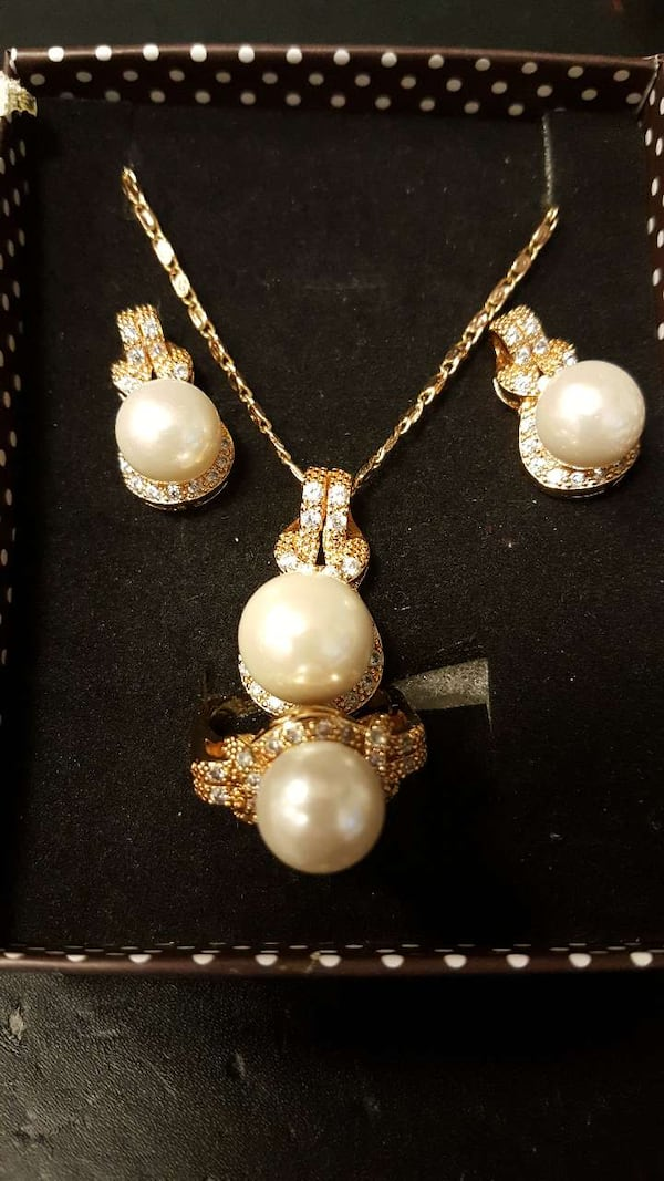Brand new set of Pearl Jewelry - 20% OFF this week only 6aef5104-a6d7-45da-9c23-f56cc12ac453