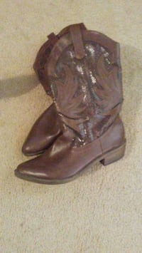 pair of brown leather cowboy boots Jackson, 39216