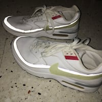 Paire de baskets nike air max bw blanches