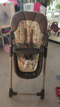 baby's brown and white highchair Mississauga, L4Y