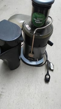 black and green Juices Whole Apples power juicer