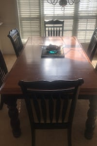 Nice size Dining Room table, Leaf extension and 6 chairs Myrtle Beach, 29577