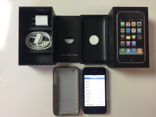 iPhone 3 in original box with charger & wall outlet + 1000 songs!