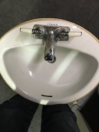 White crane ceramic sink with stainless steel faucet Montréal, H1N