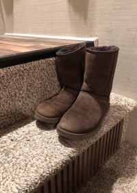 Ugg brown short boots Los Angeles, 91324
