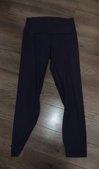 Lululemon alignment leggings - size 6  Coquitlam, V3K 2Y8