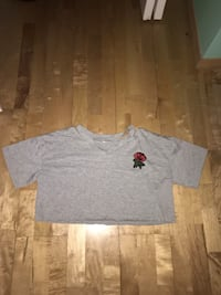 Grey cropped t-shirt (negotiable) Calgary, T3K 5V8