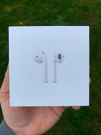 Apple AirPods Victoria, V9A 4X7