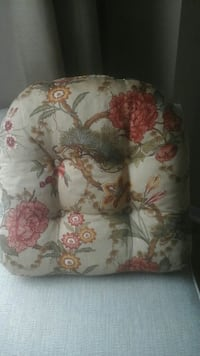 white floral pillow Courtice, L1E 2W2