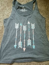 Womens tank size large but fits like a medium  Overland Park, 66210