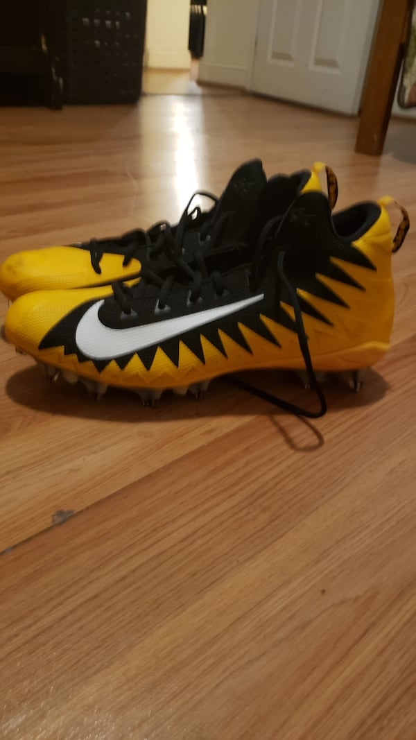 Shoes size 14 soccer cleats  4c0afeee-74c9-4c67-a46e-67341d174eaa