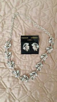 silver-colored necklace with earrings set Grants Pass, 97526