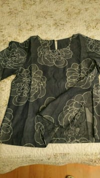 black and gray floral crew-neck shirt 3717 km
