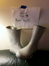 pair of size 9 white houndstooth rain boots London, N6H 1T3