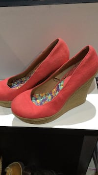 Wedge Heel Coral Colour Size 9 shoes Toronto, M1J 2N3