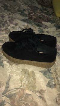 Pair of black nike low-top sneakers Toronto, M1X 1J2