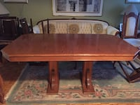 Wooden kitchen table / dinning room table with 5x chairs Laval, H7W 4M5