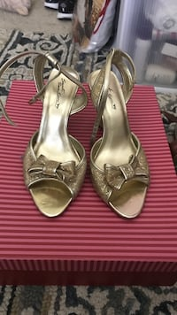 gold ankle strap open toe kittens wedges Baltimore, 21224