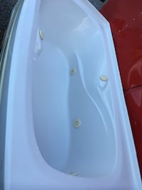 Whirlpool tub white  Lincoln, L0R