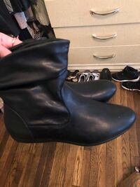 Leather ankle boots SIZE 8 Malden, 02148