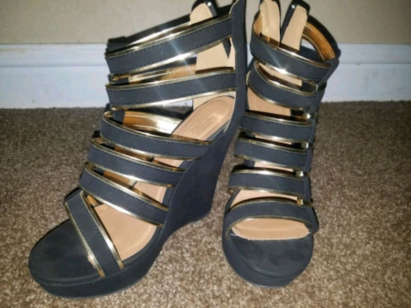 Blk gold heel wedges 8