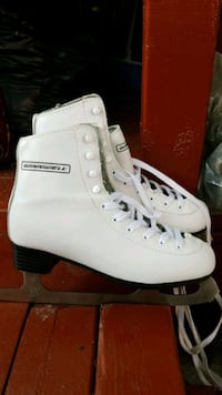 pair of white ice skates Toronto, M1R 4X9