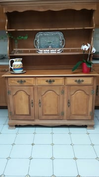 2 piece solid wood maple credenza and hutch Toronto, M9C 3S9