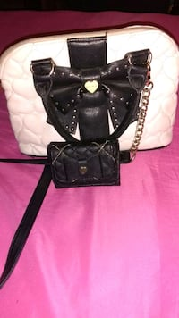 Bestey  Johnson cross over body purse with wallet Mercedes, 78570