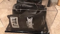 Eminem signed gloves from Southpaw the movie with COA Herndon, 20170