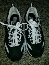 pair of black-and-white Nike running shoes Coquitlam, V3K 3W3