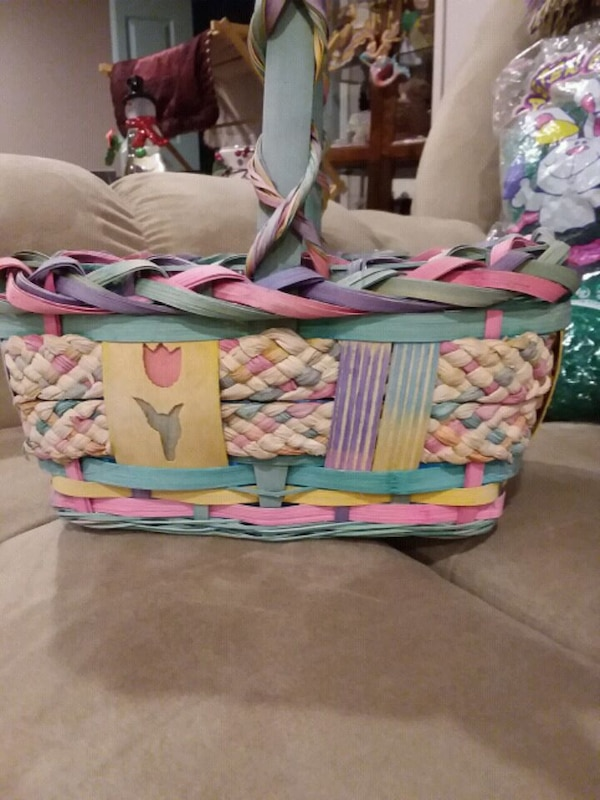 New --2 Beautiful Easter Baskets 1