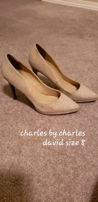 pair of beige pointed-toe pumps 3126 km