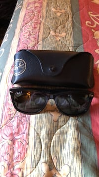 black framed Ray-Ban wayfarer sunglasses with case Fountain Valley, 92708