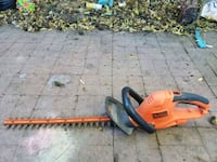 """22"""" Black and Decker electric hedge trimmer Chico, 95926"""