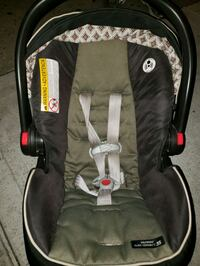 Graco infant car seat with base  Brooklyn, 11206