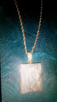 "Beautiful Vtg 12"" Gold Plate 'Family Album'Locket 282 mi"
