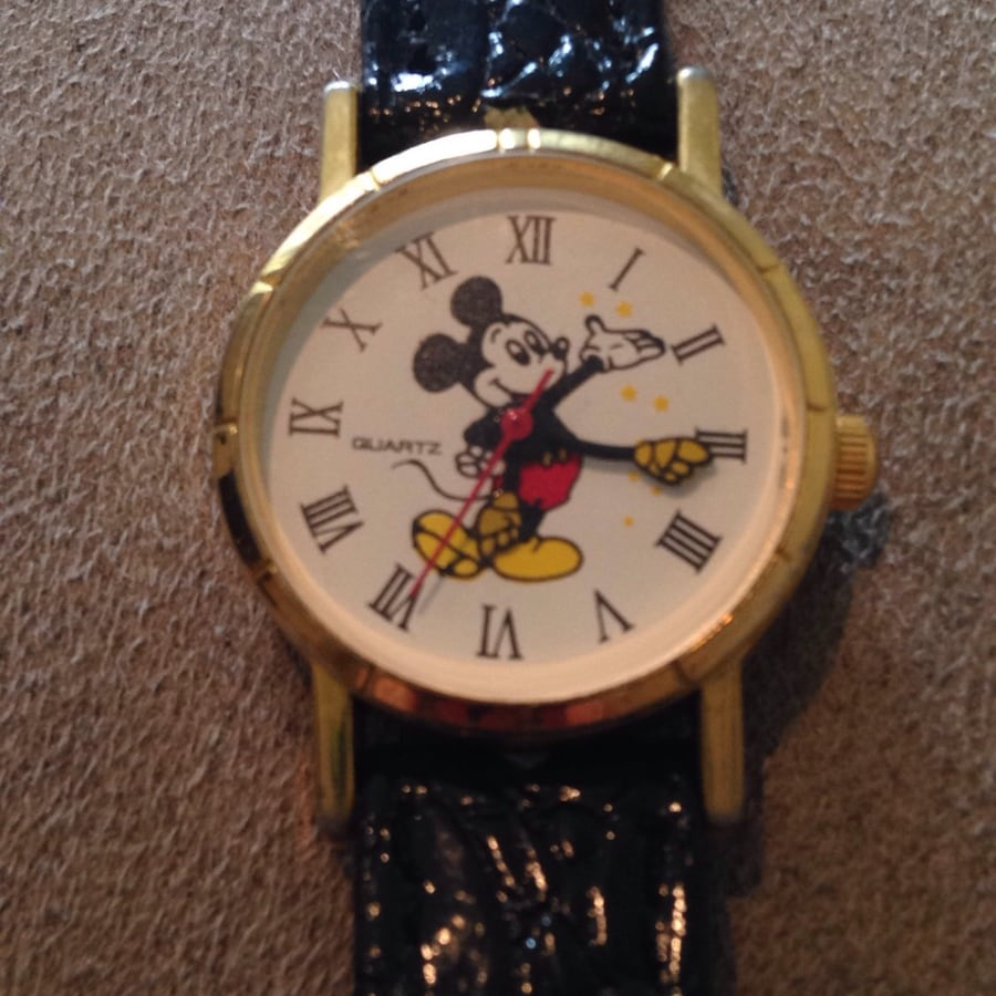 Mickey mouse round analog watch