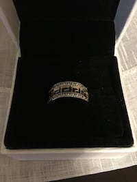 Gold silver ring with box  Montréal, H1R 1B7