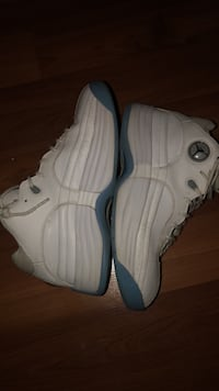 pair of white-and-gray Nike basketball shoes Winnipeg, R2W 0R4