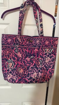 Vera Bradley tote 14X18, no stains in excellent condition Harpers Ferry, 25425