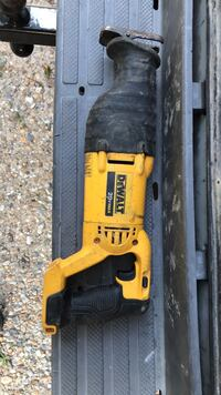Dewalt 20v max reciprocating saw w/ battery and charger