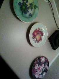 three round white-and-pink floral ceramic plates Claremore, 74019